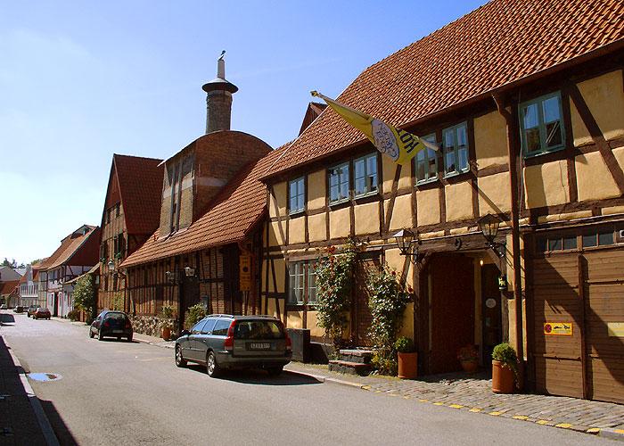 Ystad, typiskt Skåne arkitektur, bakom hotellet ett f d bryggeri.